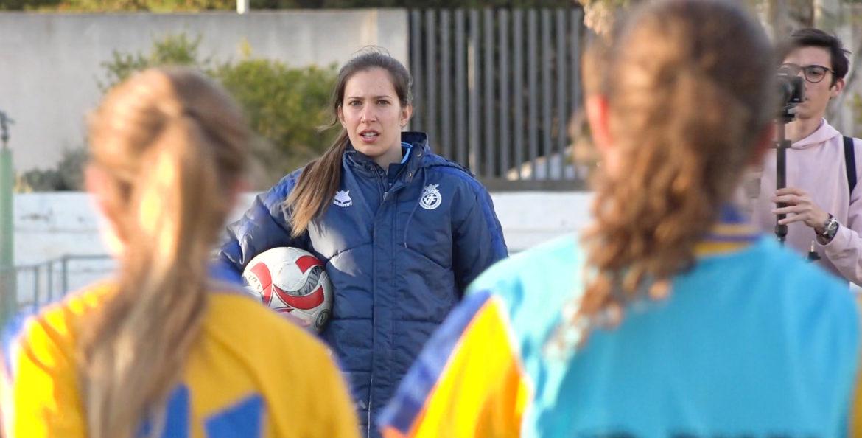 Andrea Esteban entrenadora en su primer entrenamiento Valenta sub15