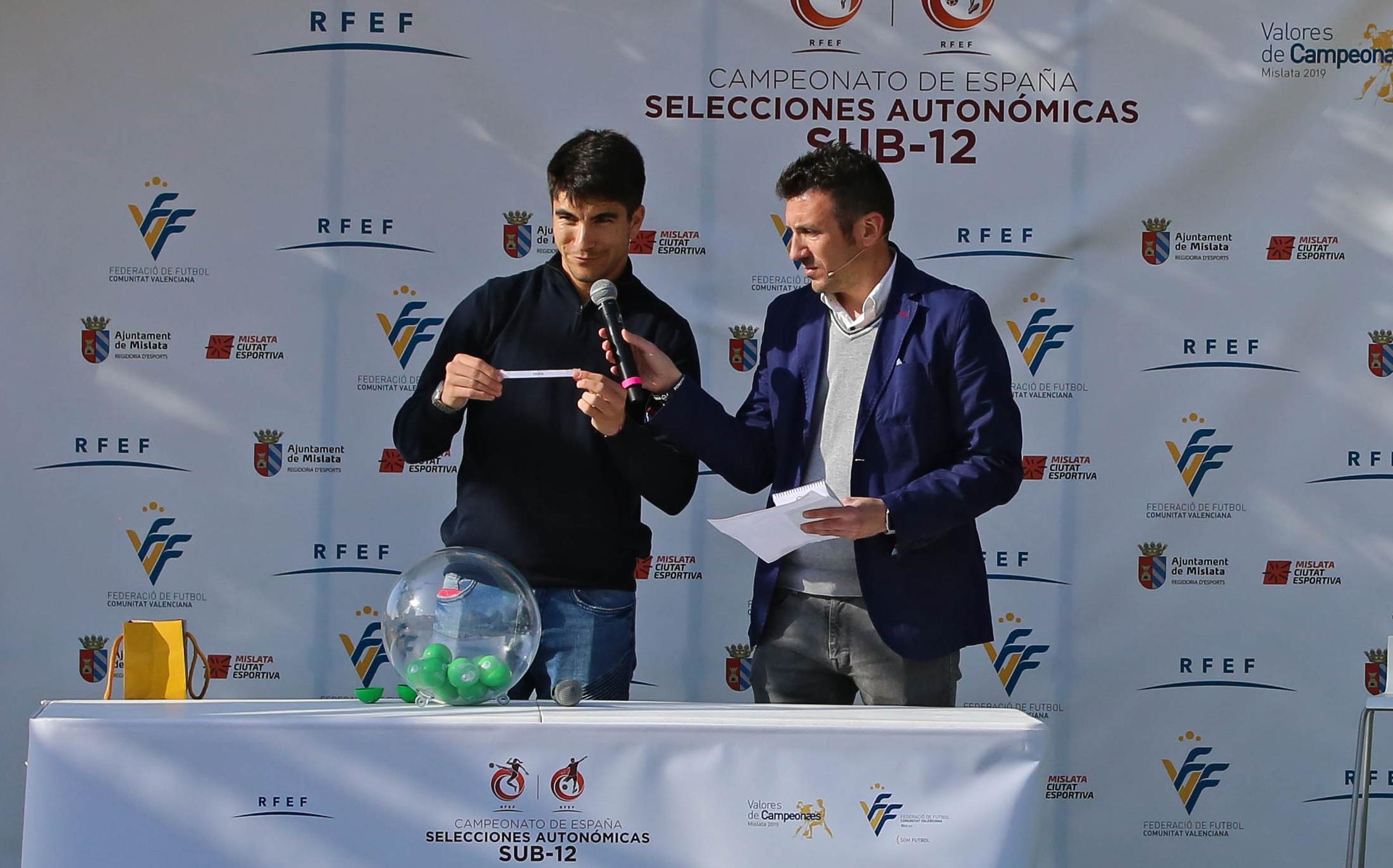 15 abr - Carlos Soler con bombo
