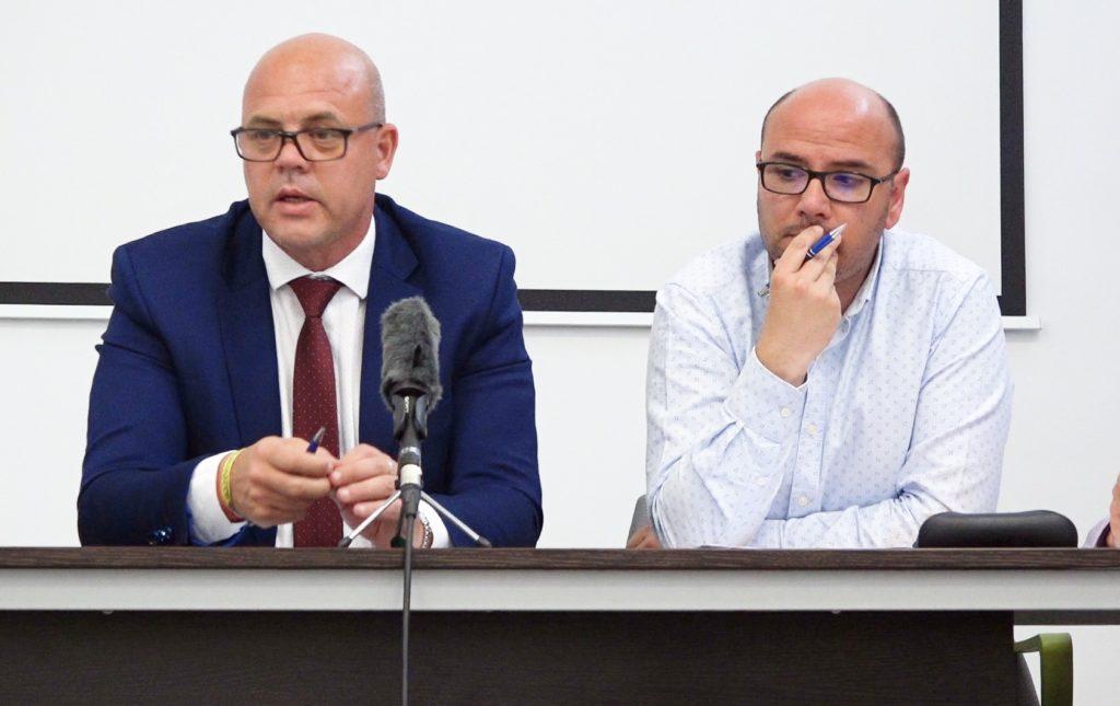 16 abr - José Andrés Menchero y Jesús Cañizares en la reunión de clubes femeninos en Alicante con la Federación FFCV