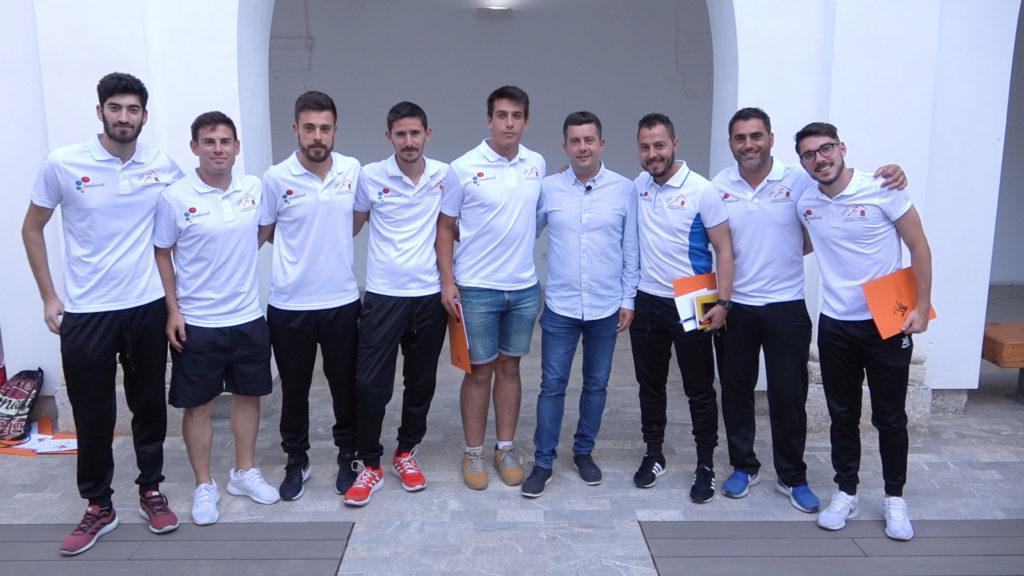 Miguel Ángel Villafaina y jugadores del Orihuela CF, en la ponencia del Comité Técnico de Entrenadores de la FFCV