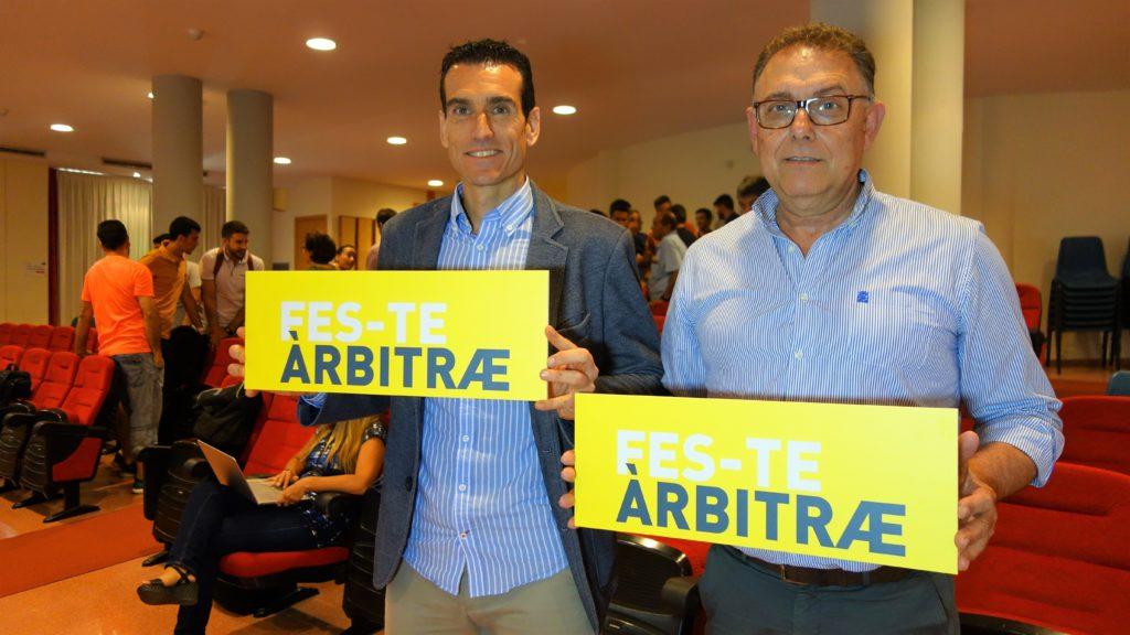20 junio - Juan Martínez Munuera y José Enguix promocionan la campaña 'Fes-te àrbitræ'
