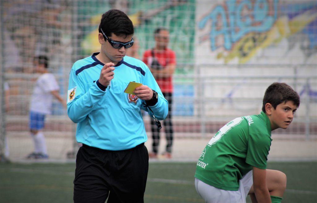 08 junio- Jorge Aura, árbitro más joven, pitando