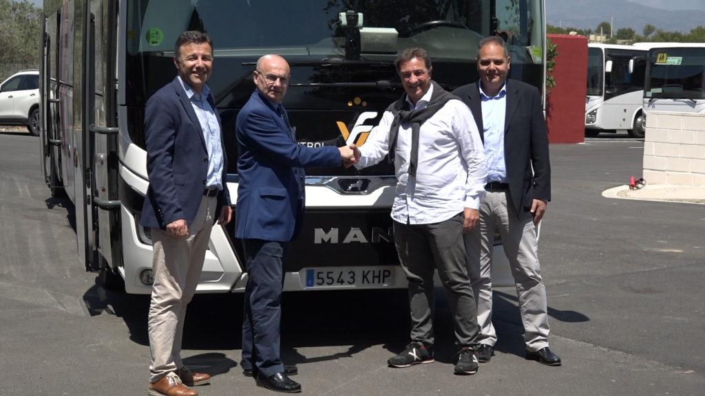 José Mas Cardona, gerente de Transvia Viajes, y Salva Gomar, presidente de la Federació de Futbol de la Comunitat Valenciana