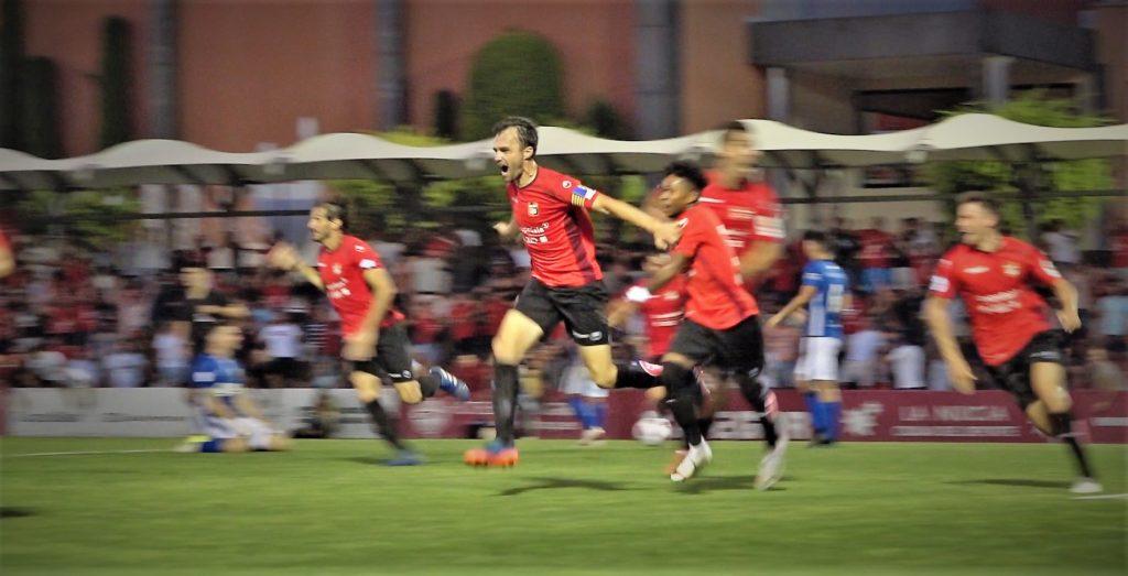 30 junio- Luis Sanjulián celebra el gol del ascenso de La Nucía