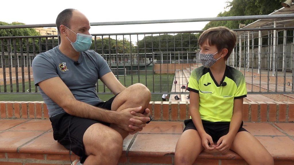 Mateu Lahoz y Mario Pérez, su fan número 1