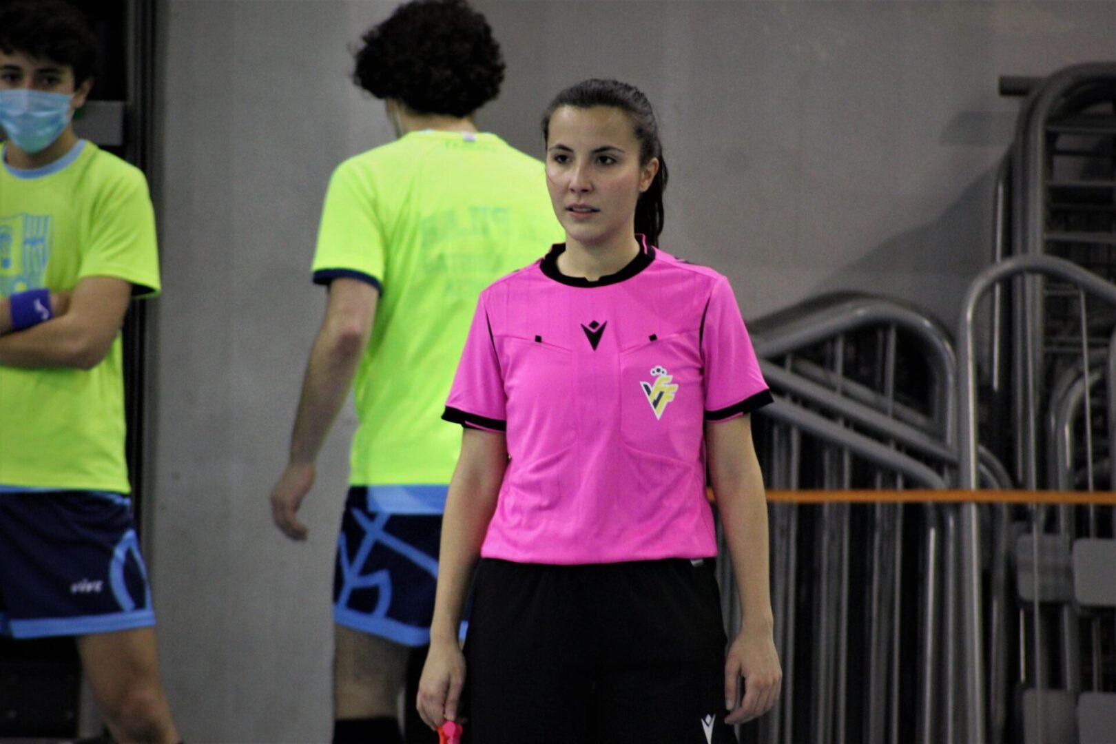 Irene Guillem árbitra futsal