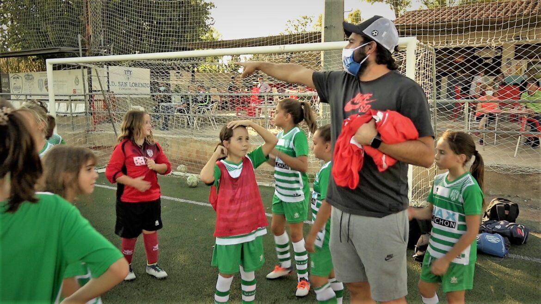 Luis Solera y jugadoras del CD San Lorenzo Castellón