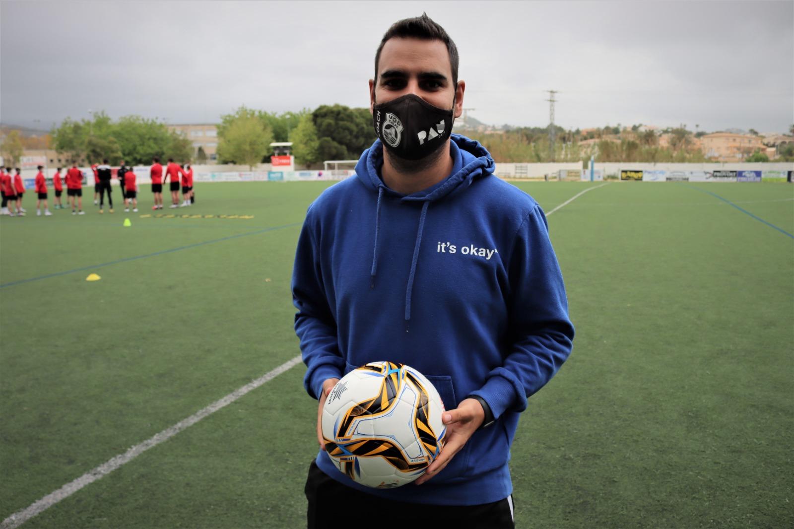 Mikel, entrenador UD Calpe femenino