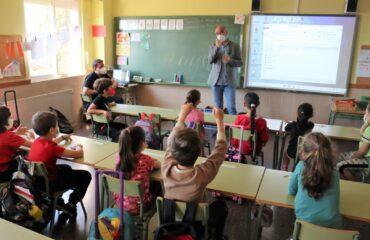 Menchi en el colegio Forn d'Alcedo