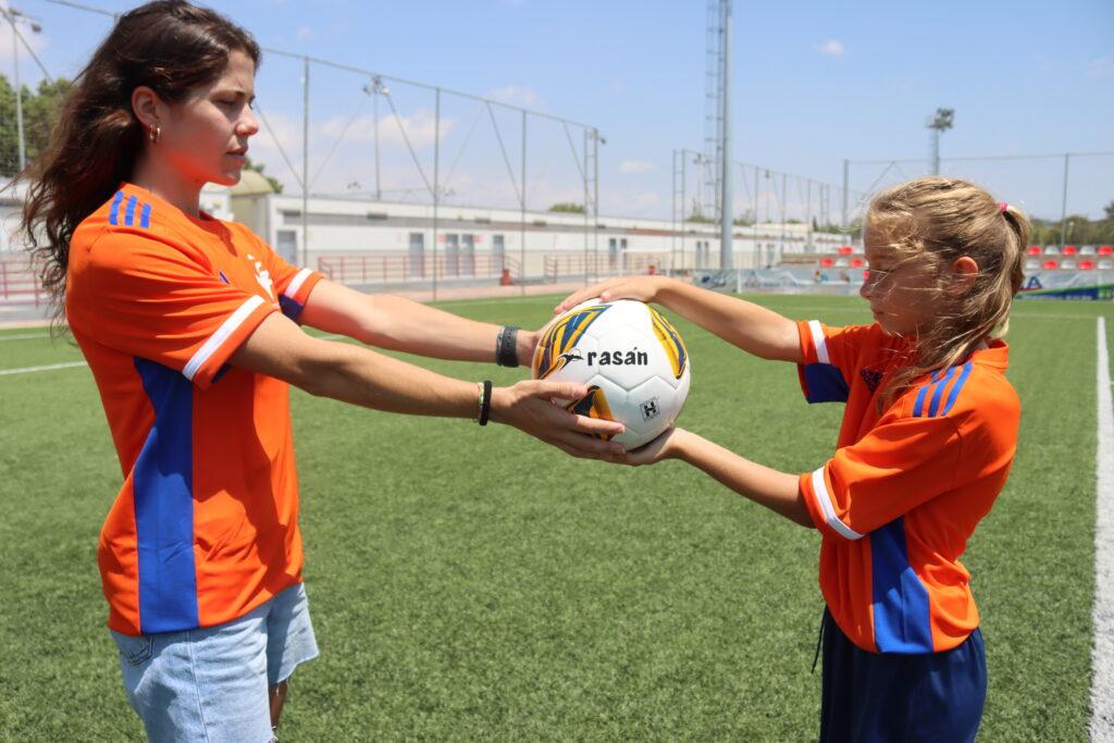 30 junio Aila y Nerea, en la presentación de balones Rasan