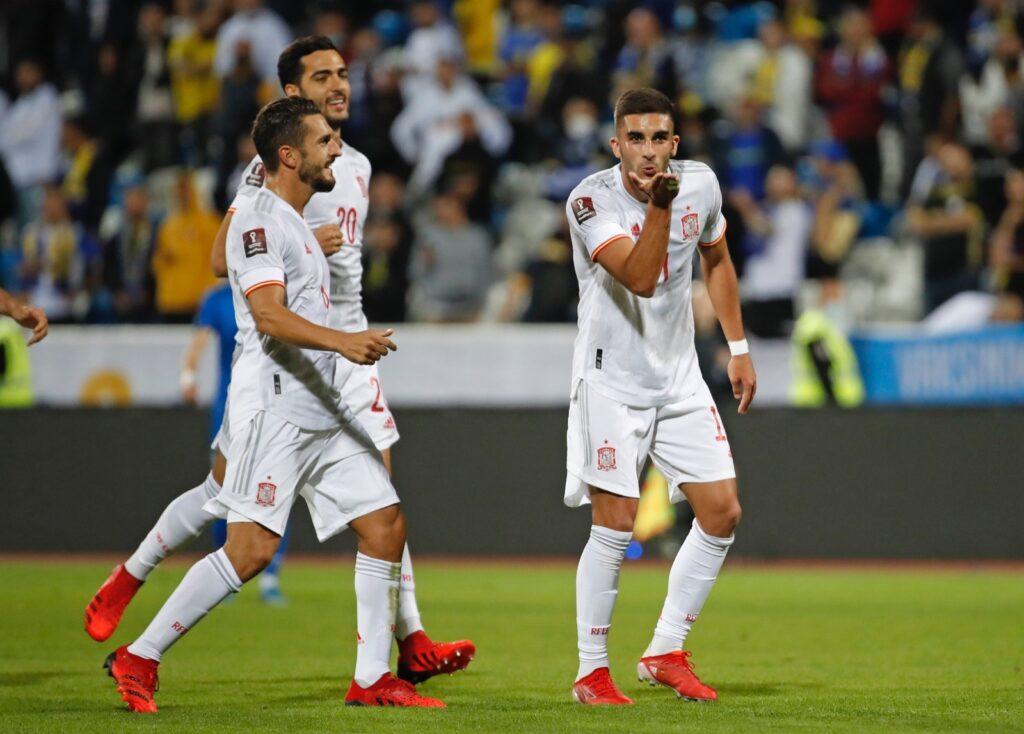 Ferran Torres celebra con España gol 100 valencianos Kosovo